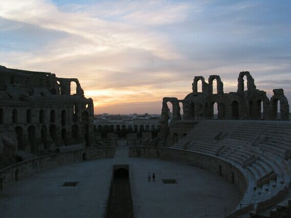 If you ever wondered what it would be like to have a walk on part in 'Gladiator', then the Roman amphitheatre in El Jem is the place to go.